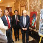 أبوغزاله يرعى معرضاً تضامنياً لفنانين تشكيليين دعماً لفلسطين